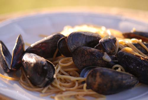 Spicy Linguine with Clams and Mussels‏