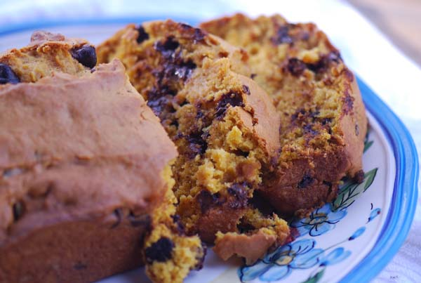 Weight Watchers Recipes |  Chocolate Chip Pumpkin Bread