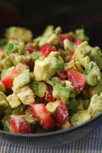 avocado salsa with strawberry 002