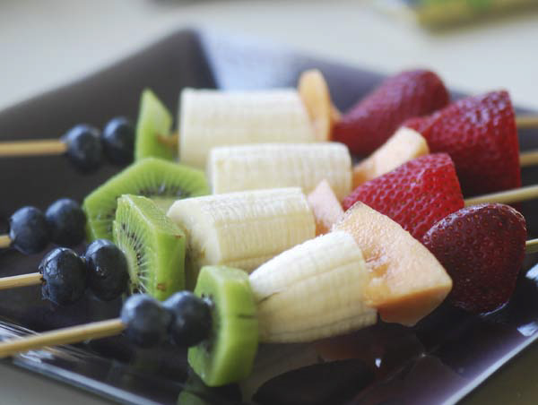 rainbow fruit kabobs 003
