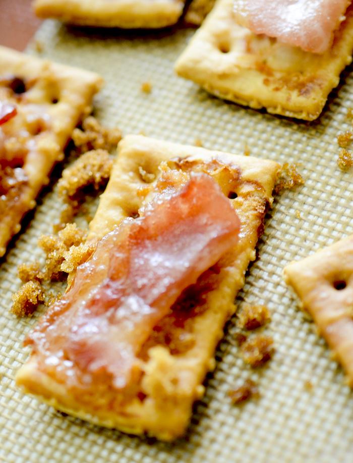 bacon cracker 010