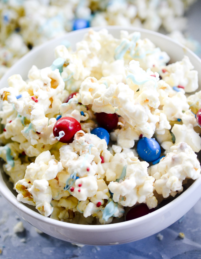 4th of July Crunch Popcorn - a sweet and salty patriotic popcorn to take for any 4th of July get together.